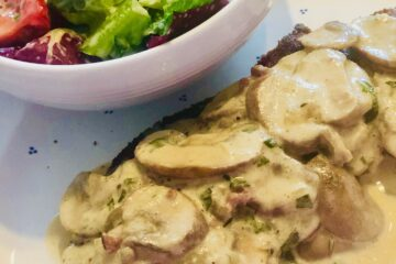 Schnitzel mit Champignons in Rahmsauce