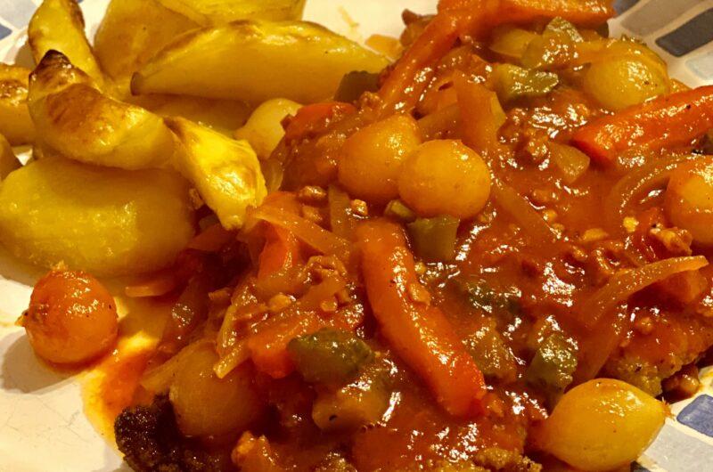 Zigeunerschnitzel mit Kartoffelspalten